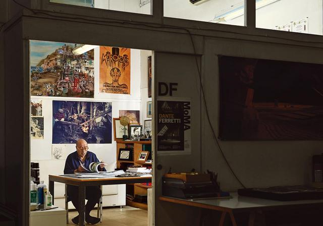 画像: ダンテ・フェレッティ ローマにあるチネチッタ・スタジオ内の彼の部屋で