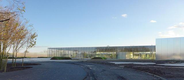 画像: ルーヴル美術館の別館として、フランスのランスに建てられた「ルーヴル・ランス」(SANAA設計、2012年)。この建物もまた地方再生の役割を担う © KAZUYO SEJIMA + RYUE NISHIZAWA / SANAA, TIM CULBERT + CELIA IMREY / IMREY CULBERT, CATHERINE MOSBACH