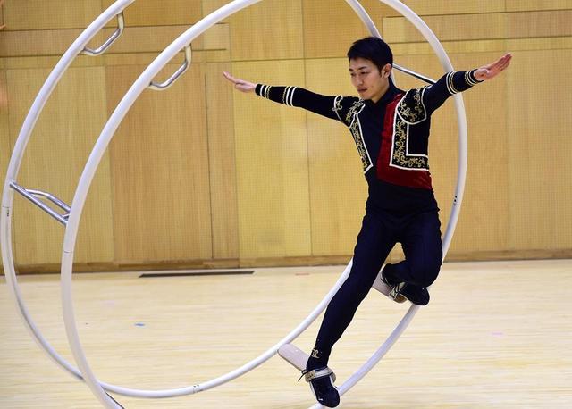 画像: 母校の筑波大学を借りて「斜転」競技を練習中の髙橋選手。2015年