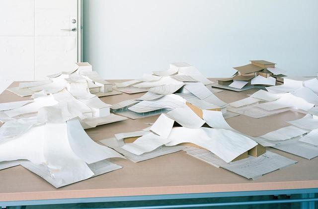 画像: 「荘銀タクト鶴岡」の竣工記念式典では、ホワイエに設計時のスタディも展示された。ひとつの建物を創るために、100個以上のスタディが創られる