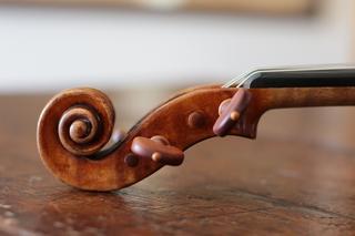 渦巻きが美しいストラディヴァリウス「ハンマ」(1717年製)のヘッド