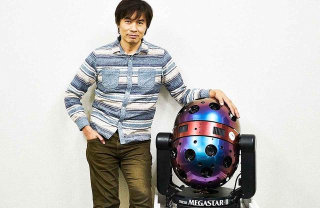 画像: 自ら製作したプラネタリウム「SUPER MEGASTAR-Ⅱ」とともに