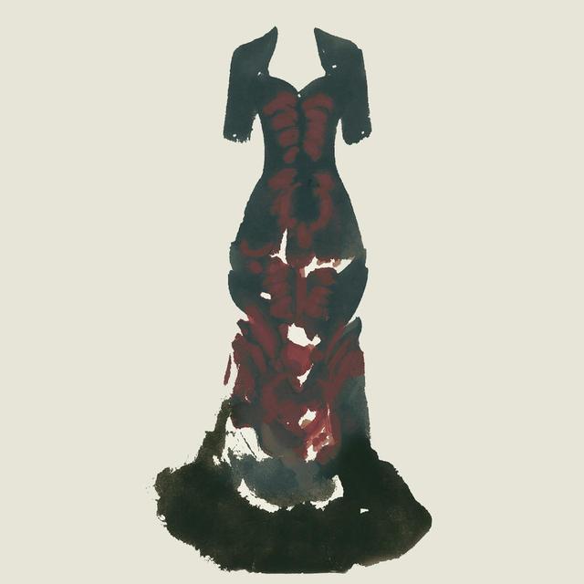 画像: スクリーンプリントで柄の描かれた赤と黒のドレスには、バッスル(腰あて)とトレーン(引き裾)がついている。『ジキル&ハイド』('96年)でファラデー夫人を演じたときのもの。「あの役柄の、内に秘めた闇を表現しているの」