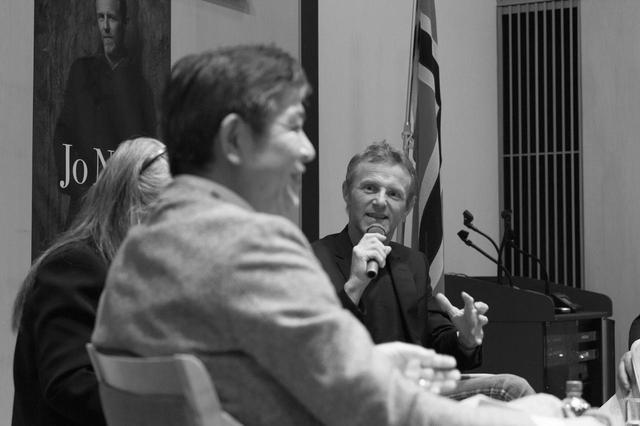 画像: ノルウェー王国大使館で行われた来日イベントでは、日本の警察小説の第一人者、堂場瞬一氏とのトークセッションが実現した COURTESY OF SHUEISHA