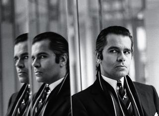 鏡の中のカール・ラガーフェルド、1970年代半ば頃