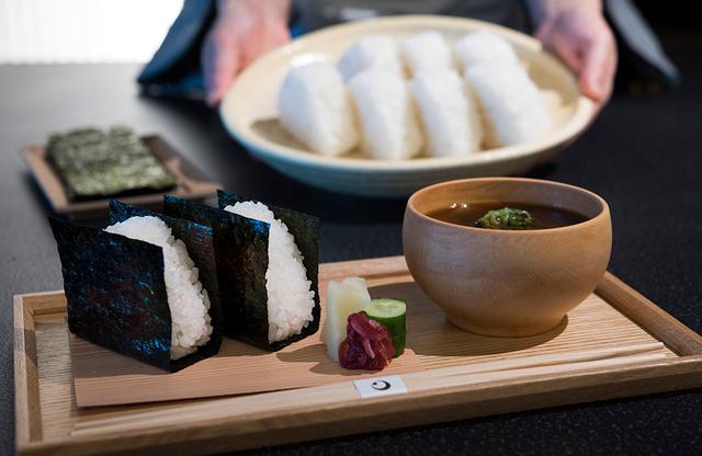 画像: 海外の人からも愛される、絶品のおにぎり朝食 PHOTOGRAPHS: COURTESY OF HOSHINOYA TOKYO