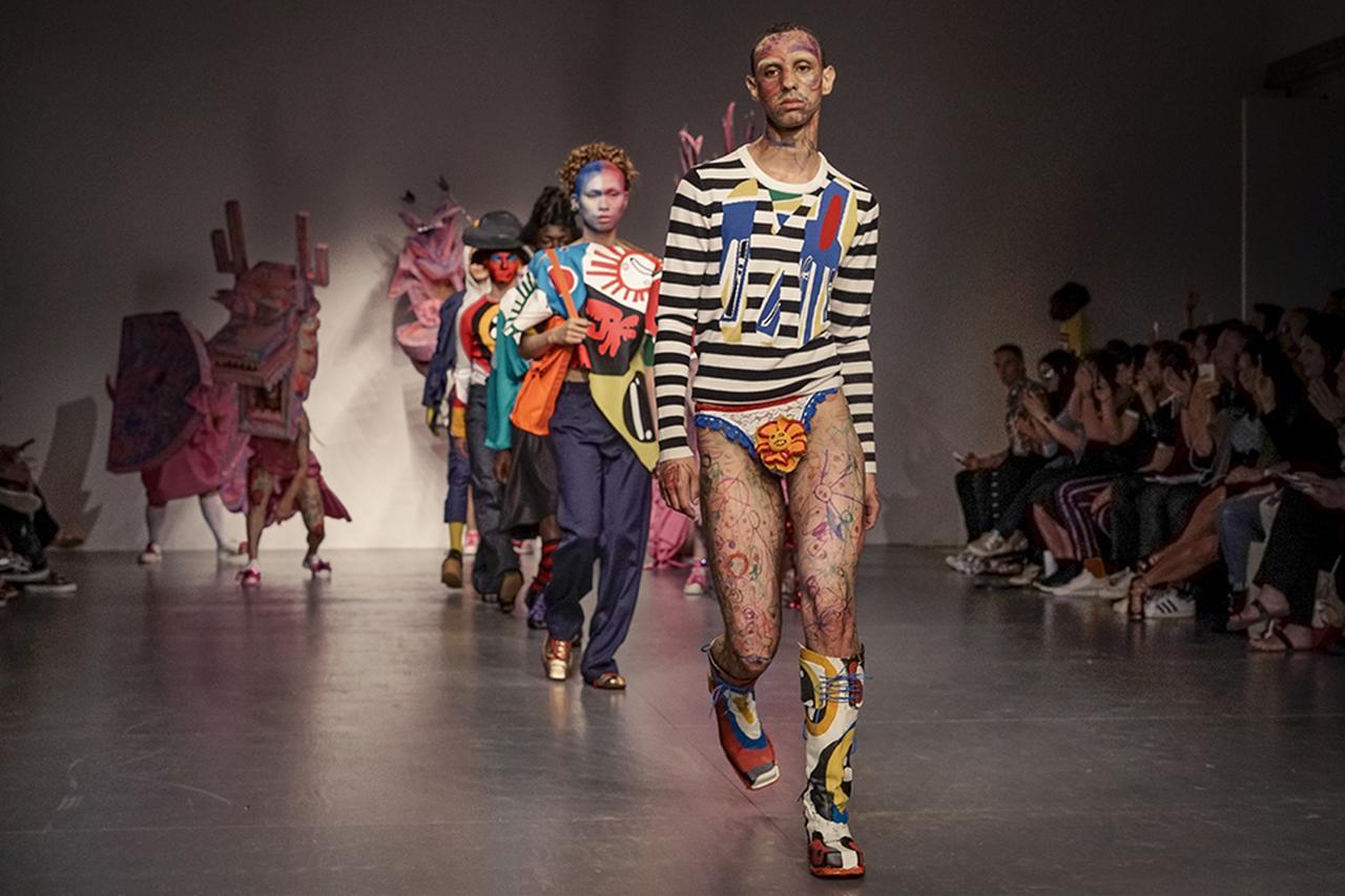 Images : 2番目の画像 - 「2018年春夏 ロンドン・メンズ・コレクション 総まとめ」のアルバム - T JAPAN:The New York Times Style Magazine 公式サイト