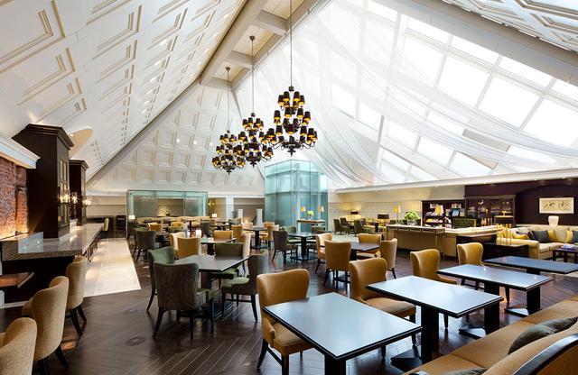 画像: プライベートな空間のアトリウムは、宿泊客専用の朝食会場となる「ゲストラウンジ」 PHOTOGRAPHS: COURTESY OF THE TOKYO STAITON HOTEL