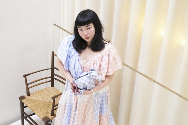 画像: ロエベの2018年春夏シーズンのドレスを着たfumiko imano。ロエベ表参道店で行われたトークショーにて