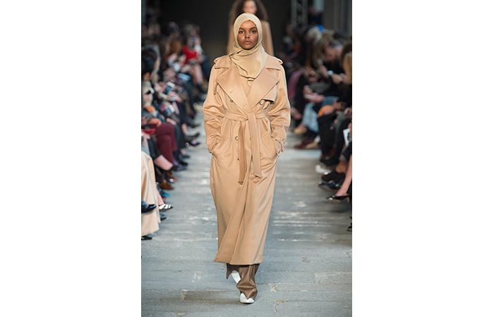 Images : 8.ヒジャブ姿のモデル、ハリマ・アデンが一躍スターに