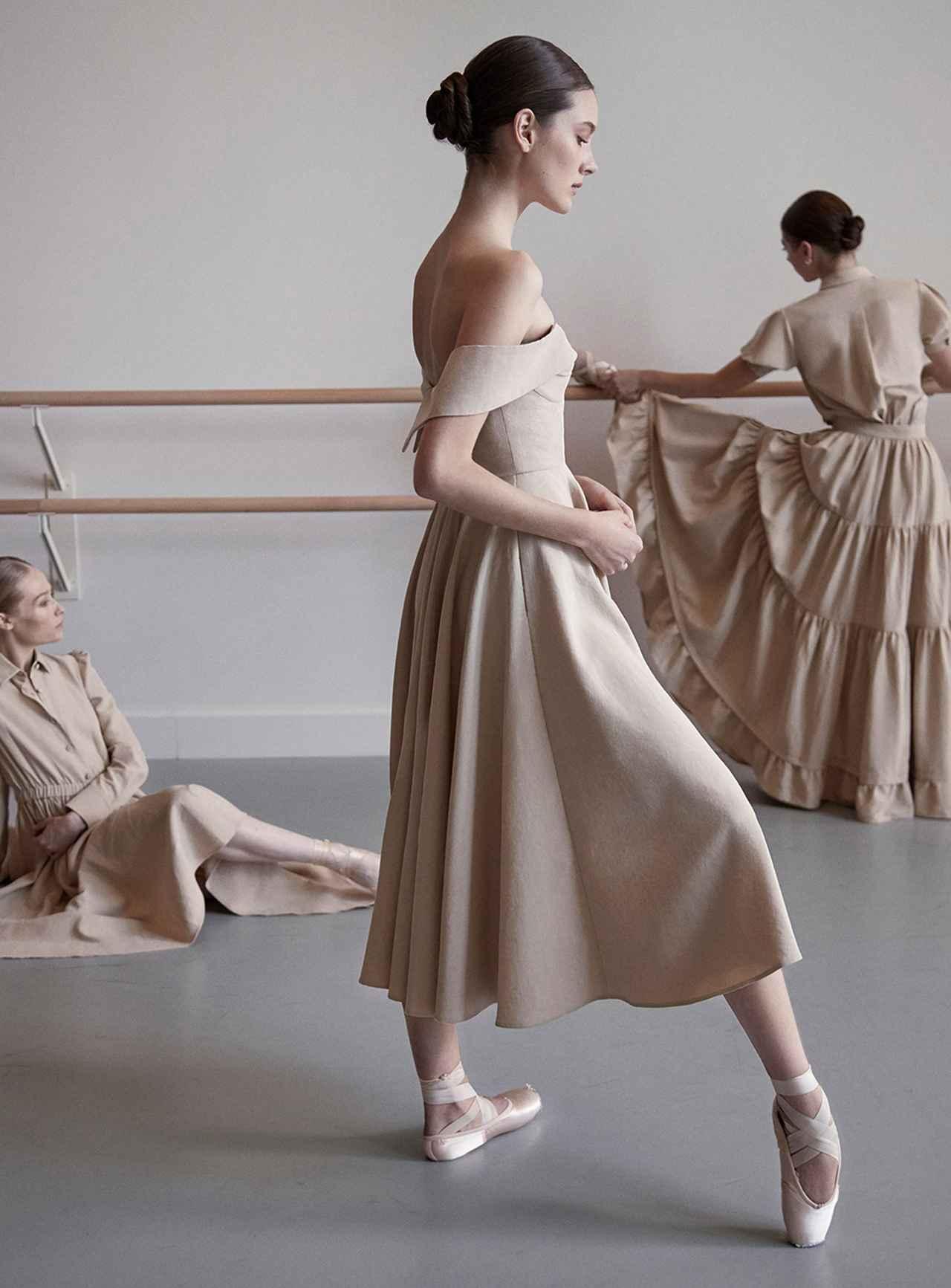Images : 3番目の画像 - 「ドレス自由自在<Vol.2> 新しい才能が花盛り。 ニュー・ドレス時代到来」のアルバム - T JAPAN:The New York Times Style Magazine 公式サイト