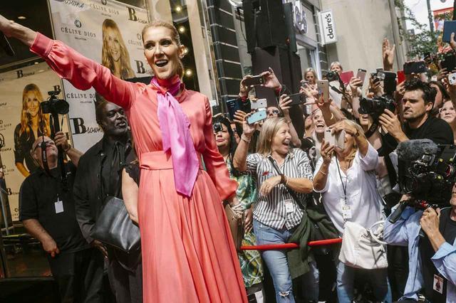 画像: 自身が手がけるハンドバッグとアクセサリーのライン『セリーヌ・ディオン・コレクション』の発売を記念してモントリオールで開かれたイベントに出席したセリーヌ・ディオン