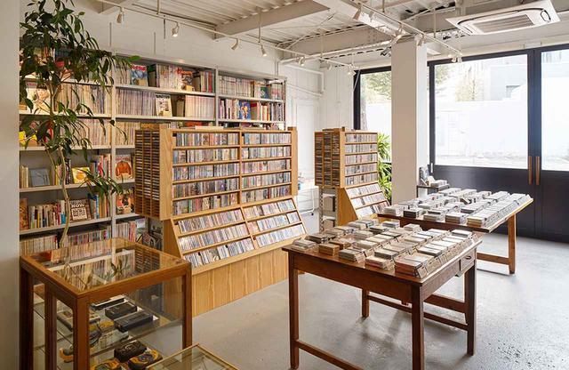 画像: 昨年12月、日本で最初の「グッチ プレイス」に選出された中目黒にあるカセットテープ専門店「waltz(ワルツ)」 COURTESY OF GUCCI