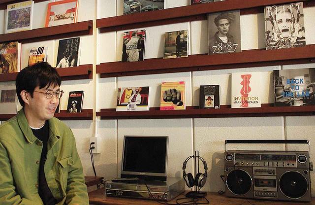 画像: 店主の角田太郎さん。大手CDショップを経て、Amazonで10年以上働いたのちに、店舗をオープンした