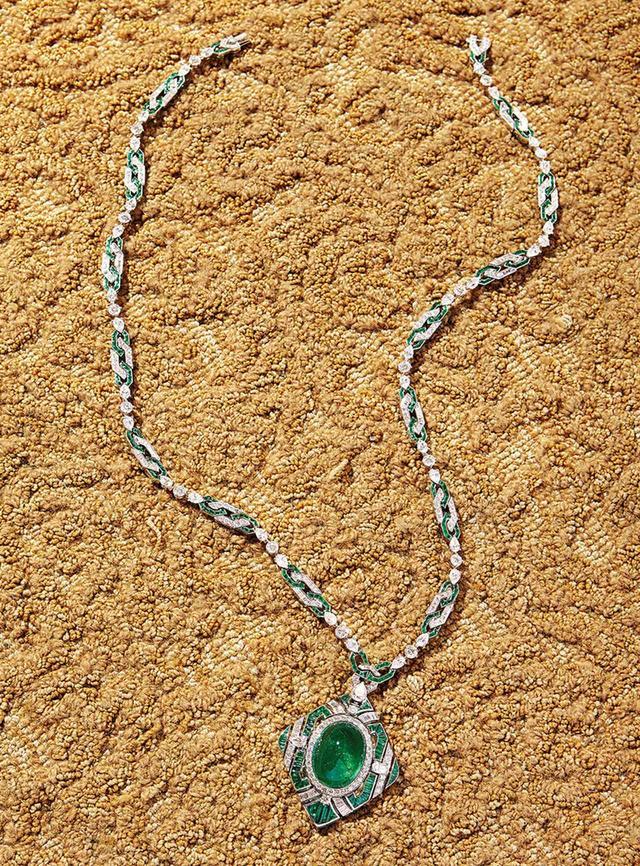 画像: ネックレス〈プラチナ、エメラルド、ダイヤモンド〉 ¥402,550,000(予定価格)