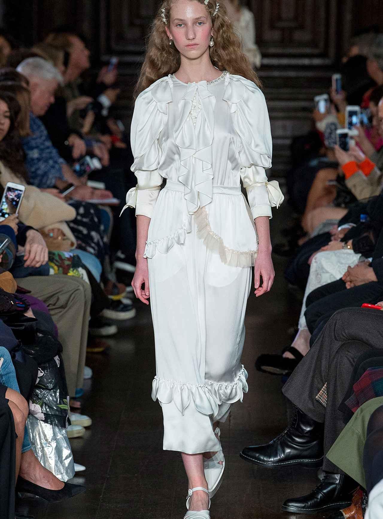 Images : 6番目の画像 - 「ドレス自由自在<Vol.2> 新しい才能が花盛り。 ニュー・ドレス時代到来」のアルバム - T JAPAN:The New York Times Style Magazine 公式サイト