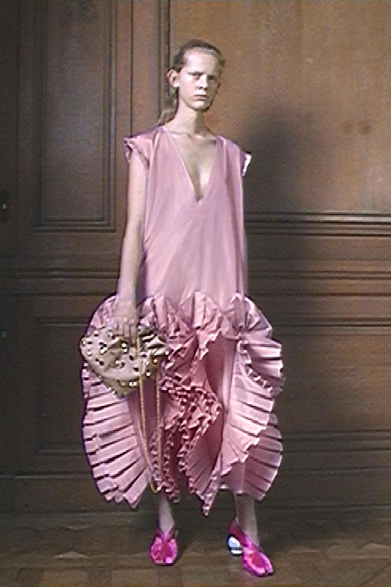 Images : 7番目の画像 - 「ドレス自由自在<Vol.2> 新しい才能が花盛り。 ニュー・ドレス時代到来」のアルバム - T JAPAN:The New York Times Style Magazine 公式サイト