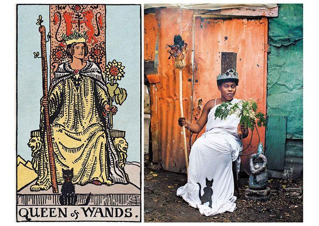 画像: アリス・スメート『ゲットー・タロット』シリーズより『ワンドのクイーン』。ハイチのアート集団アティス・レジスタンスとの共作(2015年) ALICE SMEETS / LAIF / REDUX
