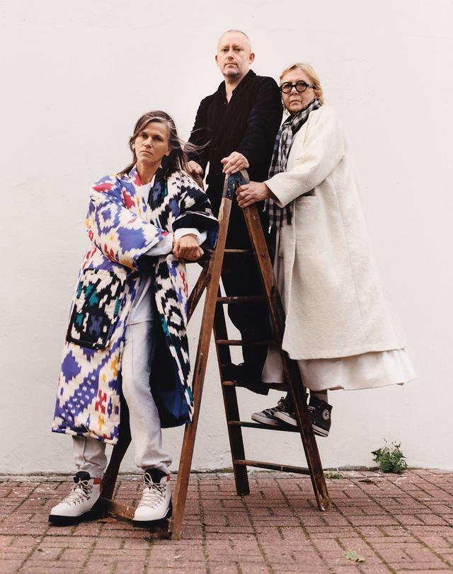 画像: スロー・ファッションをポリシーに掲げる3人のデザイナー。ソフィー・ドール、「ケイシー ケイシー」のギャレス・ケイシー、「エッグ」のモーリーン・ドハーティ。ロンドンにて撮影