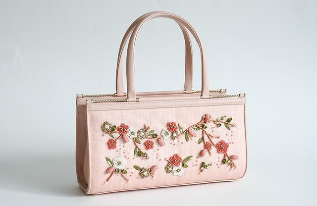 画像1: プリンセスが愛するバッグに 桜のたよりを乗せて