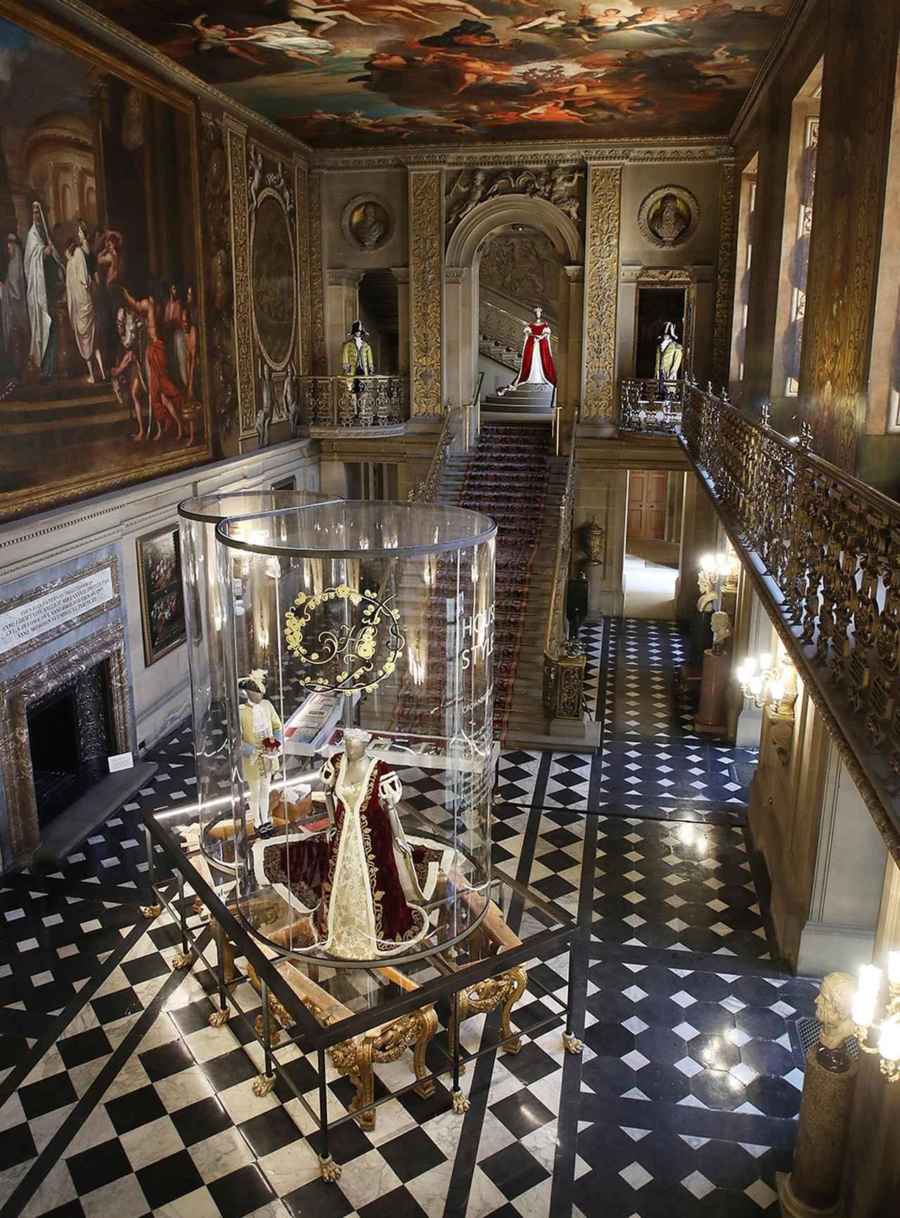 Images : 5番目の画像 - 「わざわざ飛行機に 乗ってでも出かけたい。 イギリスの古城での展覧会」のアルバム - T JAPAN:The New York Times Style Magazine 公式サイト