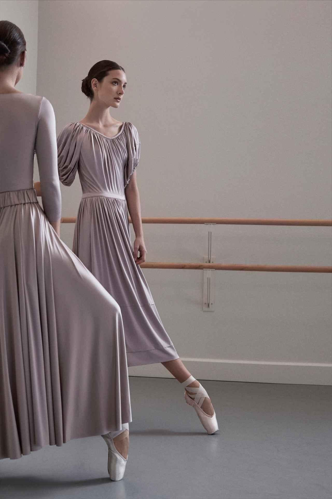 Images : 4番目の画像 - 「ドレス自由自在<Vol.2> 新しい才能が花盛り。 ニュー・ドレス時代到来」のアルバム - T JAPAN:The New York Times Style Magazine 公式サイト