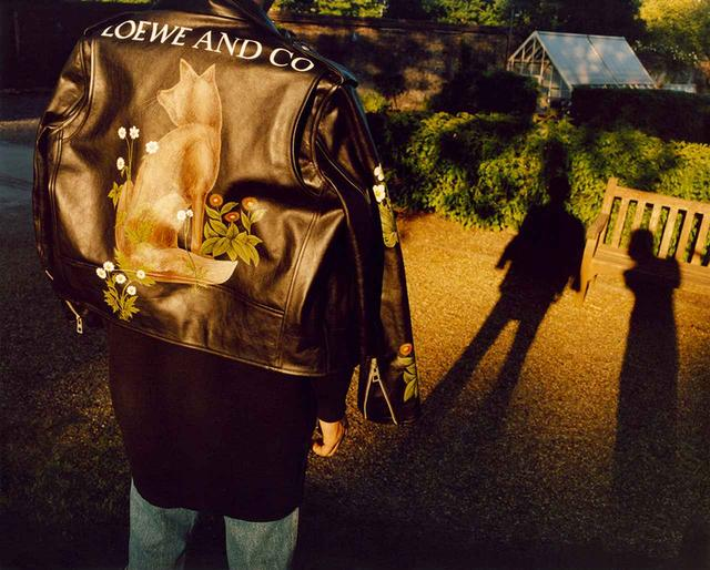 画像: ルックブックより、モリスの「野ギツネ」をハンドペイントしたバイカージャケット ¥750,000