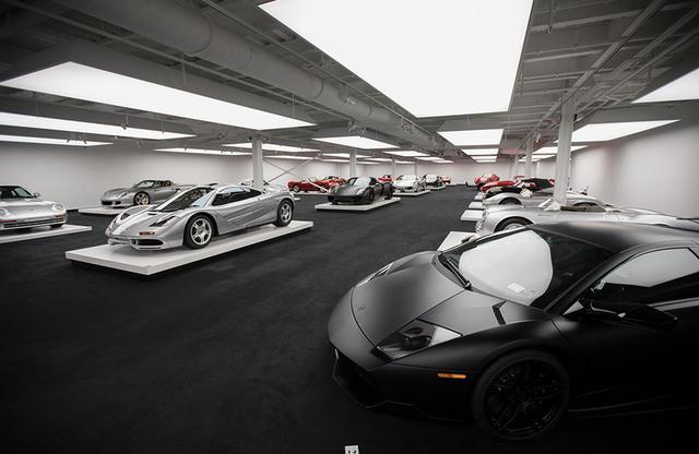 画像: ローレンは約500名の招待客をこのガレージに招き、ファッションショーと着席形式のディナーを開催した