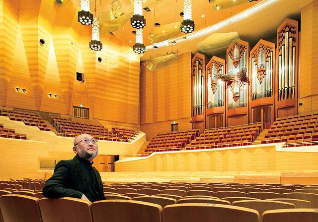 画像: 豊田泰久 音響設計家。1952年広島県生まれ。'72年に九州芸術工科大学音響設計学科に入学、'77年、永田音響設計に入社。現在、同社ロサンゼルス事務所およびパリ事務所代表。写真は'86年に完成した<サントリーホール>で