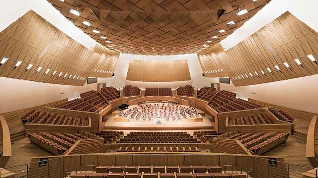 画像: (写真上、下)<上海交響楽団ホール>現代音楽に造詣が深い建築家、磯崎新との協働 © CHEN HAO