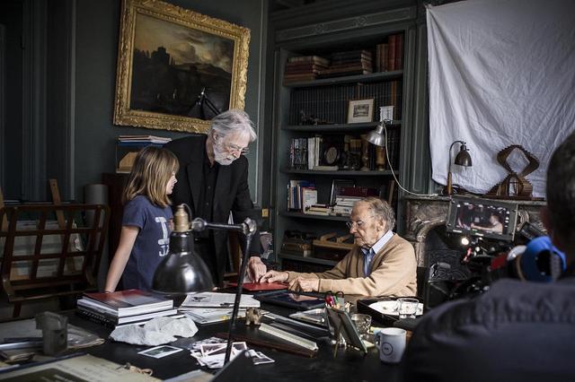 画像: 祖父ジョルジュが娘エヴを書斎に呼ぶシーンは、『ハッピーエンド』のクライマックス。完璧を求めるハネケ監督によって、リハーサルにリハーサルが重ねられた MICHAEL HANEKE © 2016 – SCHOEMITZ / GAVRIEL