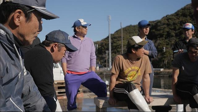 """画像: 太地町の漁師たち。約400年前から捕鯨が伝統的に行われてきた。祖先が集団漁においてどういう役割を担ったか、名字にはその名残がある © """"OKUJIRA-SAMA"""" PROJECT TEAM"""