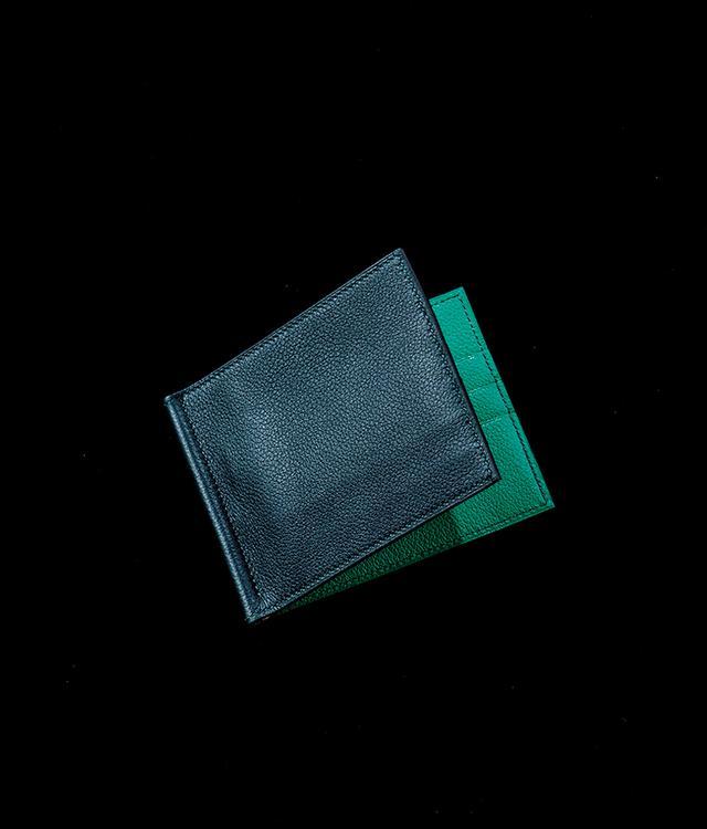 画像: 鮮やかなライニング。マネークリップつき。¥148,000 エルメスジャポン(エルメス) TEL. 03(3569)3300