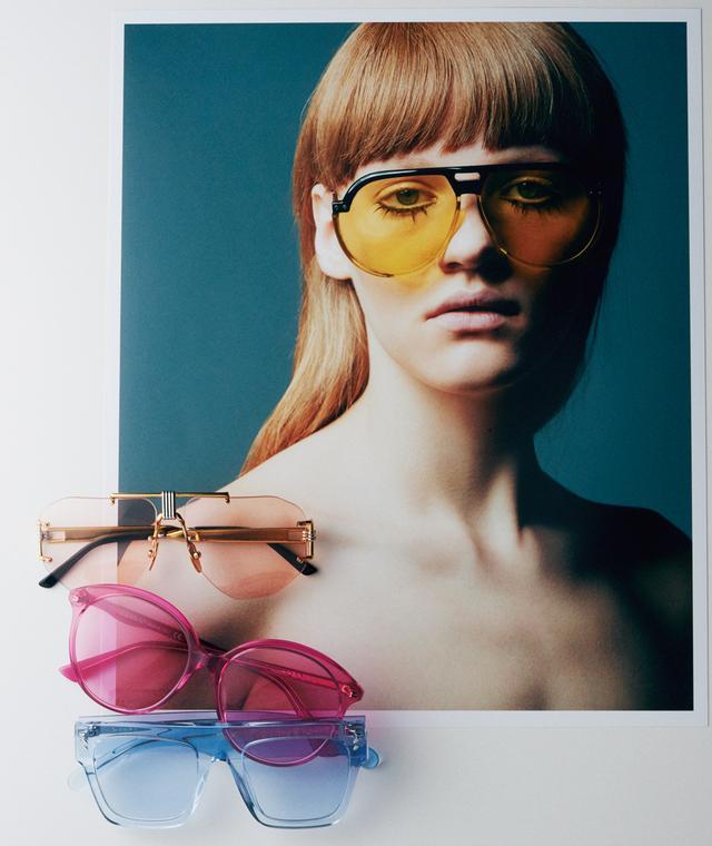 画像: (モデル着用) イエローレンズのパイロット風デザインはアーティスト、ニキ・ド・サンファルの作品制作中のスタイルに着想を得て。¥52,000 クリスチャン ディオール(ディオール) フリーダイヤル:0120-02-1947 (上)淡いピンクのレンズとメタルがマッチするアビエーター型。¥83,000 セリーヌ ジャパン(セリーヌ) TEL. 03(5414)1401) (中)華やかな色使いのワイドラウンド型は、80'sムード。¥34,000 ケリング アイウェア ジャパン カスタマーサービス(グッチ) TEL. 0800-555-1001 (下)リサイクル可能な素材の、ユニセックスなレクタンギュラー型。¥28,000 ケリング アイウェア ジャパン カスタマーサービス(ステラ マッカートニー) TEL. 0800-555-1001