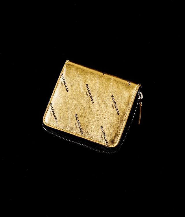 画像: センスと金運を呼び込むゴールド。¥61,000 バレンシアガ ジャパン(バレンシアガ) TEL. 0570-000-601