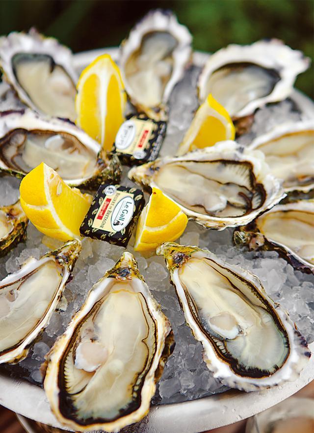 画像: 「ラ・キャバヌ・ドゥオルテンセ」の看板メニューである新鮮な牡蠣