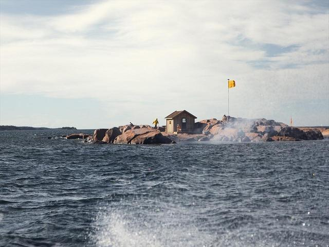 画像: 海底貯蔵庫「オーランド・ヴォールト」は、沈没船が発見された地点近くの海に建設。その中には「ヴーヴ・クリコ イエローラベル」やヴィンテージのロゼ、ドゥミ・セック(甘口)などが格納されている COURTESY OF VEUVE CLICQUOT