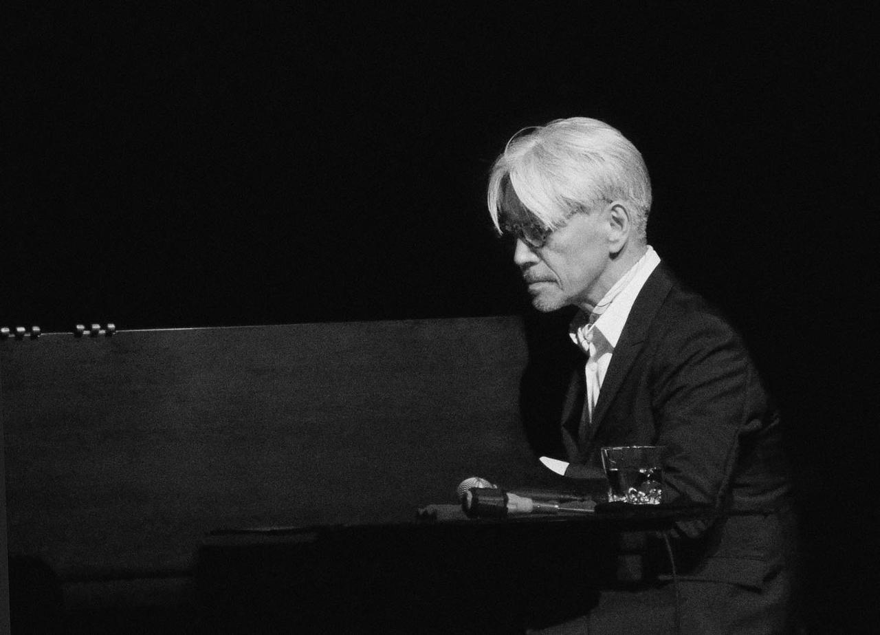 Images : 1番目の画像 - 「坂本龍一が、 一夜限りのトーク&ライブ会場で語ったこと」のアルバム - T JAPAN:The New York Times Style Magazine 公式サイト