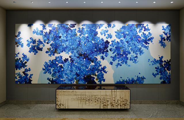 画像: 全館で約700点所蔵するアートコレクションのひとつ。 内海聖史(satoshi uchiumi)作「shikisai no shita」