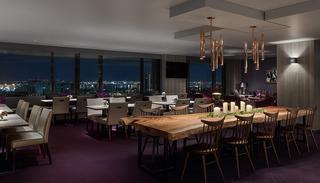 26階にある眺望のすばらしい「エグゼクティブ ラウンジ」