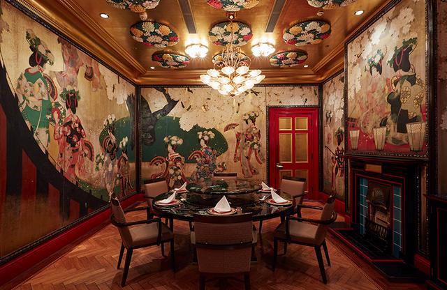 画像: 1階中国料理「旬遊記」内の個室「玉城の間」。個室以外の店内はモダンチャイニーズの意匠。料理は食べて元気になる「食医同源」をベースにしたモダンダイニング