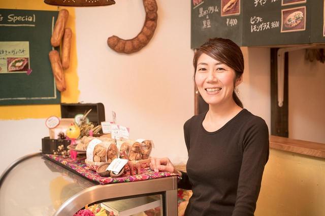 画像: オーナーの島田孝子さんはデザイン学校出身。店の内装は基本的に友人の助けを借りてDIYで仕上げた
