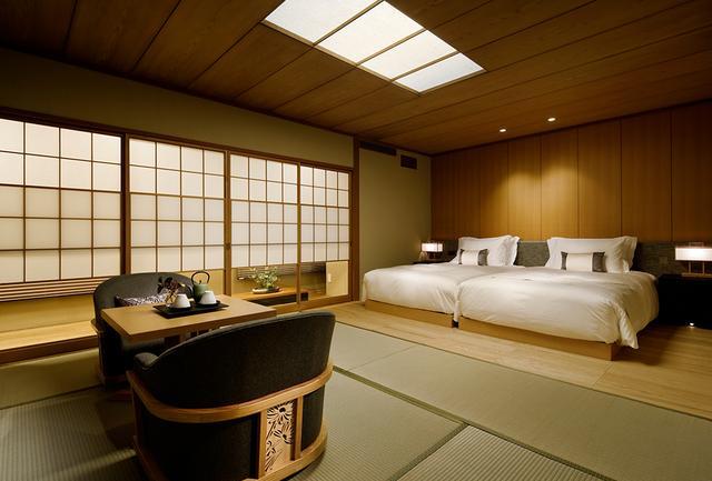 画像: 客室は「和室D」<50.1㎡>。全室ベッドを採用。最大客室は100.8㎡