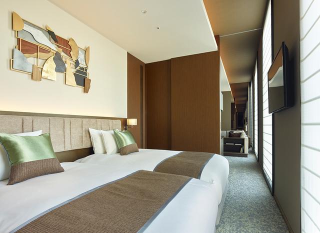 画像: 「セレスティン デラックス」<47.5㎡> ホテル最上13階に造られた2部屋。リビングルームとベッドルーム、ドレッシングルーム、ビジネスコーナーも備えた贅沢な空間