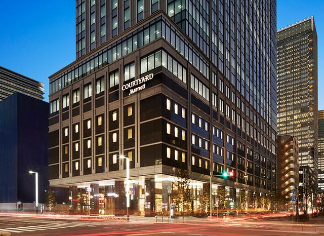 画像: 京橋地区、中央通りに面して建つスタイリッシュなホテル外観