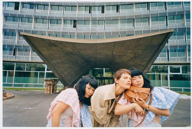 画像1: 注目の日本人アーティストと コラボレーション! ロエベのビジュアルブック