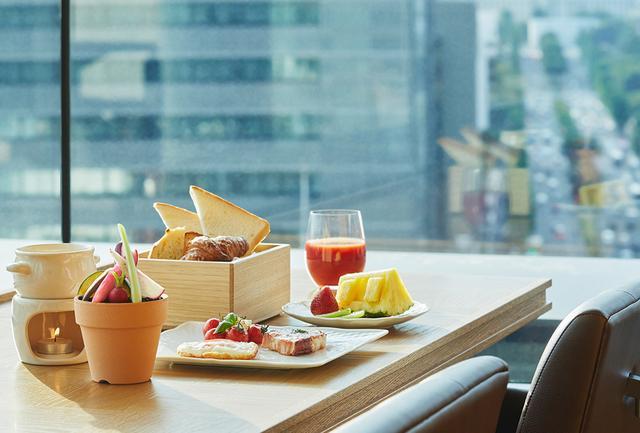 画像: 朝のレストラン内と洋朝食