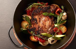 「匠の豚麦王 肩ロースのオーブンロースト 江戸甘味噌漬け 季節野菜」