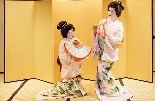 画像: 美しくしなやかな踊りを間近で見ることができる贅沢な時間 PHOTOGRAPHS: COURTESY OF AMAN TOKYO