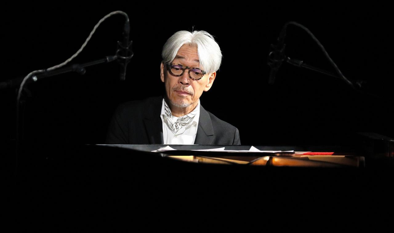 Images : 3番目の画像 - 「坂本龍一が、 一夜限りのトーク&ライブ会場で語ったこと」のアルバム - T JAPAN:The New York Times Style Magazine 公式サイト